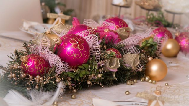 Jak si udělat vánoční věnec adalší dekorace ze skleněných ozdob