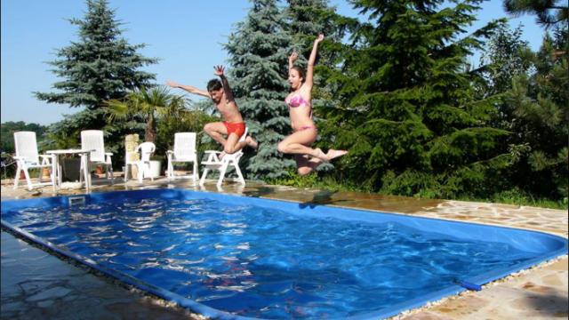 Plánujete na jaře bazén? Nad materiály přemýšlejte už nyní