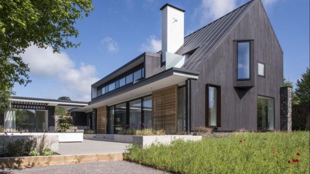 Dům, kde se šetří – splachují iperou dešťovkou, vzduch ohřívají vtrubce pod zemí