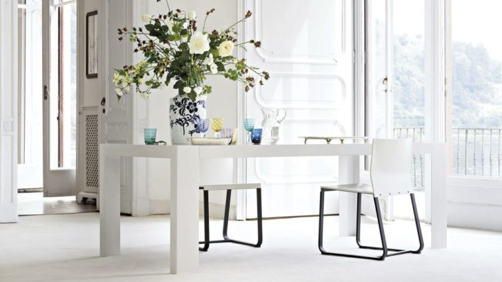 obr.11_go-modern-furniturelema-antonio-lacquered-dining-table-728x409.jpg