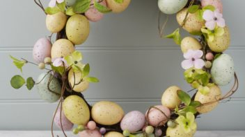obr.14_the-temporary-home_easter-egg-flowers-wreath-al30.00-352x198.jpg