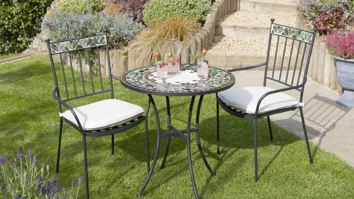 obr.12_wyevale_limited-stock-oxford-bistro-set-with-cushions-table-70cm-dia-728x409.jpg
