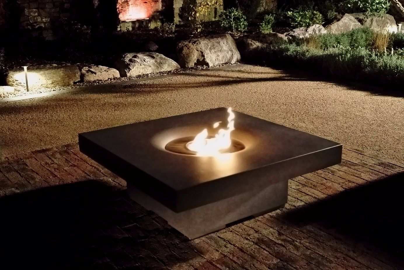 obr.14_elevated-halo-48-fire-table.jpg