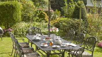 obr.14_wyevale_mortimer-8-seater-dining-set-with-cushions-and-parasol-352x198.jpg