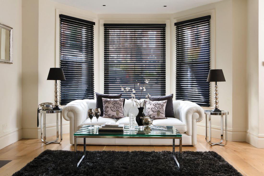 1wooden-blinds.-high-quality-gloss-black-bay-window-blinds.jpg