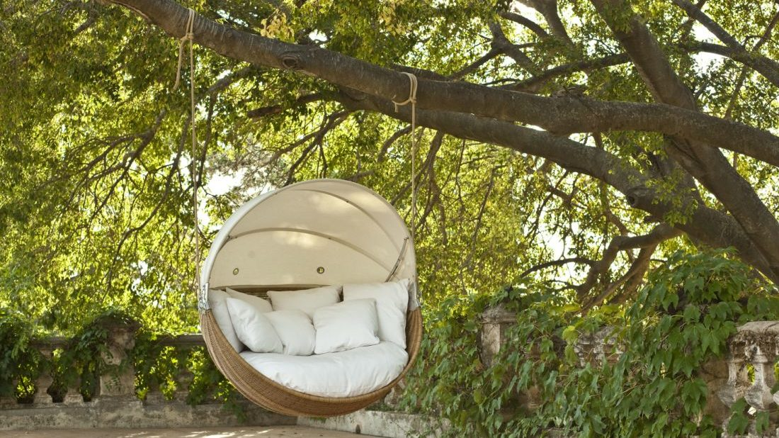 2go-modern-furniture_point-armadillo-swinging-garden-chair-1100x618.jpg