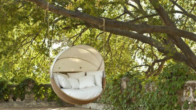 Dopřejte si relaxaci vzahradní houpačce nebo houpací síti