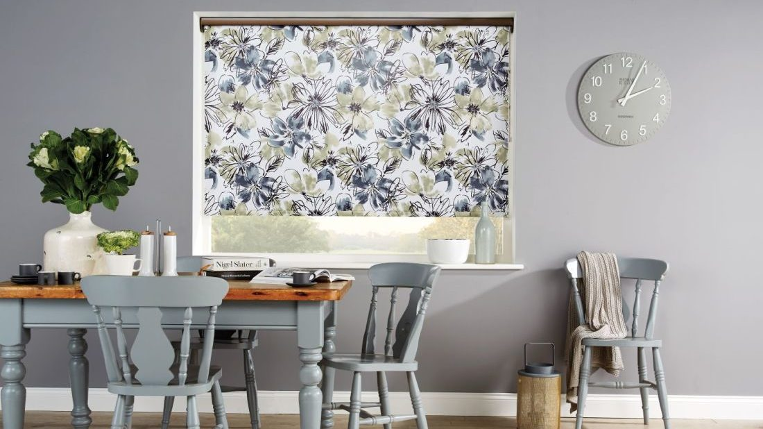 obr.2_dining-room-blinds-grey-taupe-white-floral-roller-blinds-1100x618.jpg