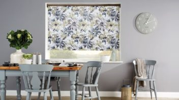 obr.2_dining-room-blinds-grey-taupe-white-floral-roller-blinds-352x198.jpg