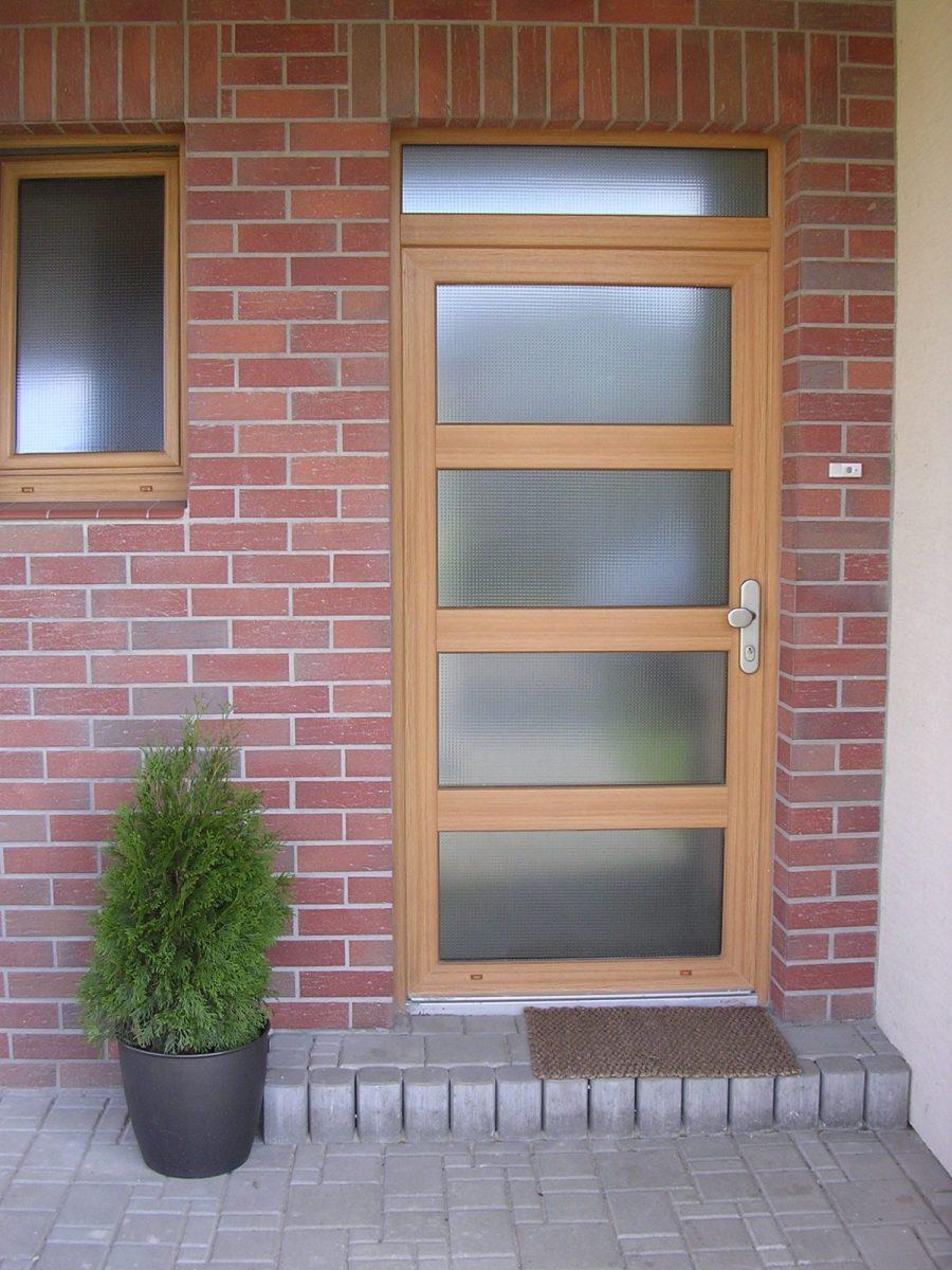 obr.6_plastove_vchodove_dvere_foto_zdroj_dafe-plast-1200x1200.jpg