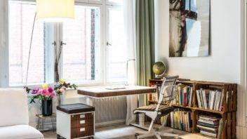 04moll_ergonomic-design-desk-chair-height-adjustable-electric-sit-stand-352x198.jpg