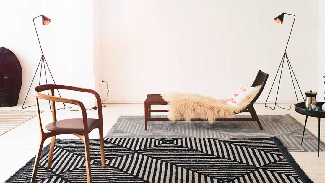 10therugseller.co_.uk_irregular-fields-rugs-0008-01-by-carpets-co-in-black-and-white-1100x618.jpg