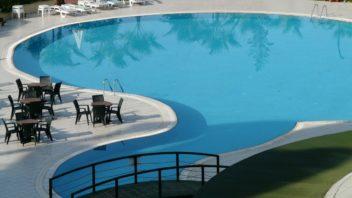 9swimming-pool-64391_1920-352x198.jpg