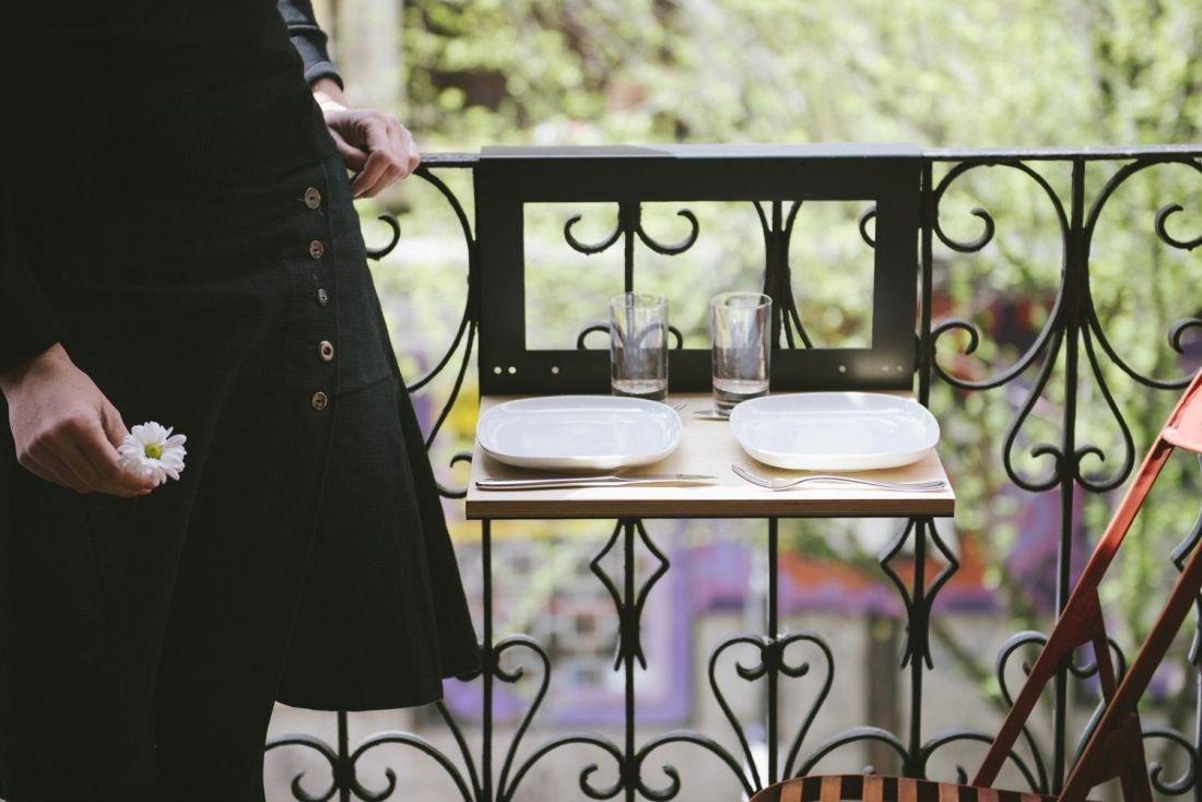 4crowdyhouse_manuela-1.0-balcony-table-by-nimio-lab.jpg