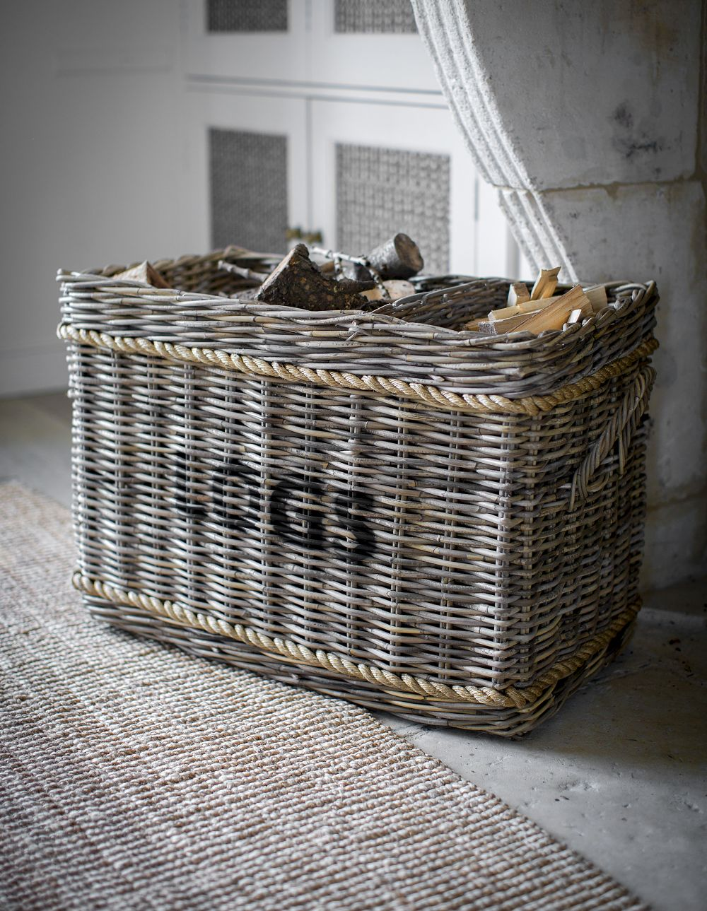 11black-by-design-ltd_garden-trading-log-basket-with-rope-rectangular.jpg