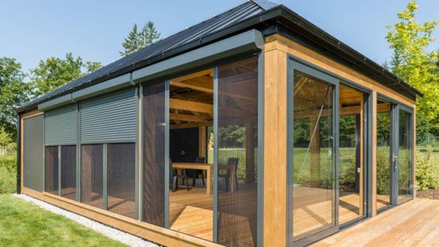 Chcete ochránit svůj domov před mouchami akomáry? Dejte si do oken sítě proti hmyzu!