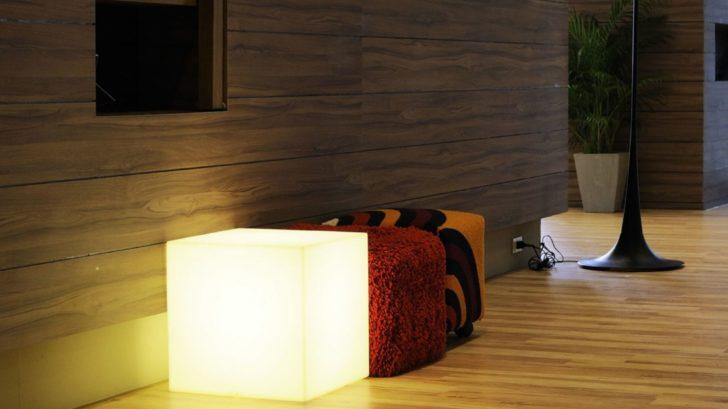 4lampe-Ă-poser-cubo-blanc-Ă73cm-slide-728x409.jpg