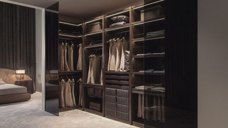 1touched-interiors5touched-d-gloss-canaletto-walnut-amp-leather-walk-in-closet-728x409.jpg