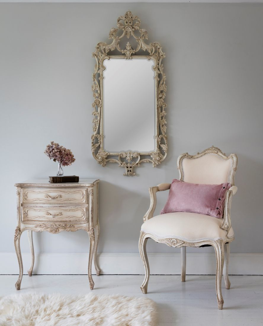 10the-french-bedroom-co_delphine-distressed-shabby-chic-mirror-lifestyle.jpg
