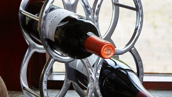 2at-home-in-the-country_horseshoe-wine-rack-352x198.jpg