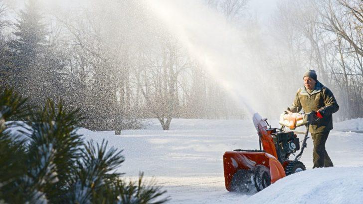 dvoustupnova-snehova-freza-husqvarna-st-230p-4-728x409.jpg