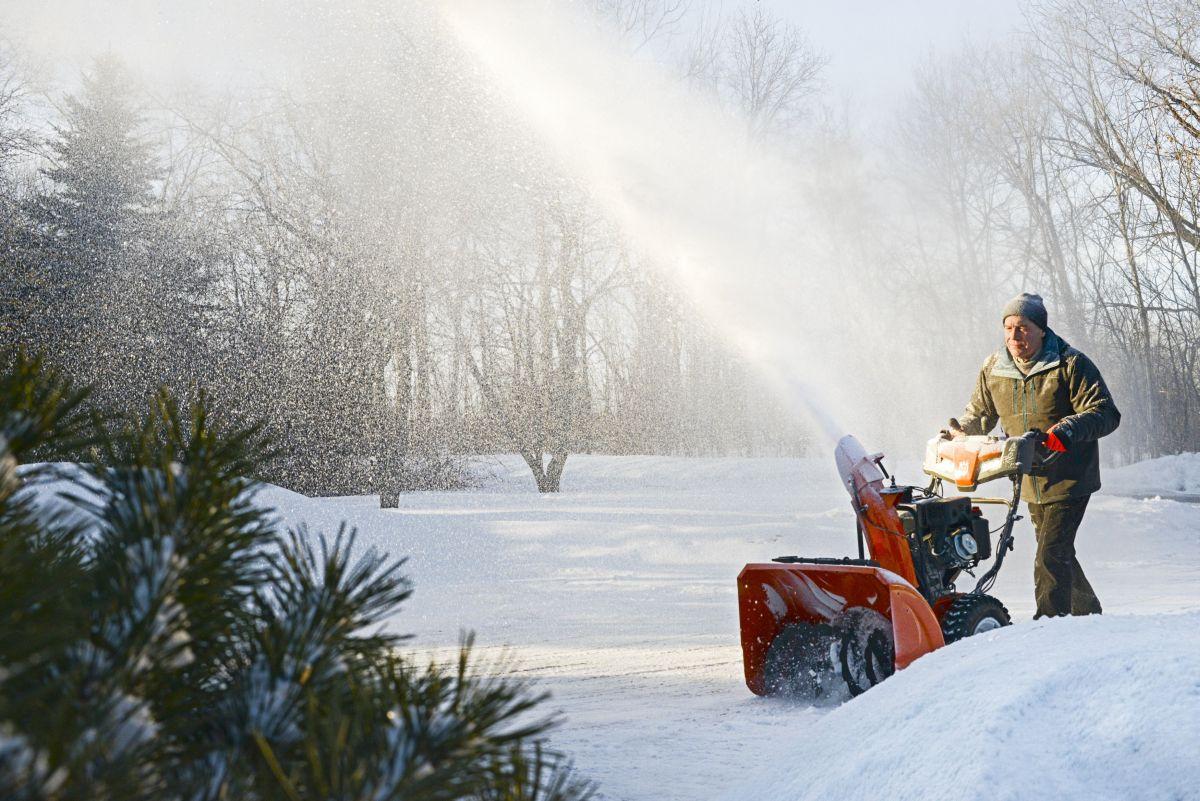 dvoustupnova-snehova-freza-husqvarna-st-230p-4.jpg