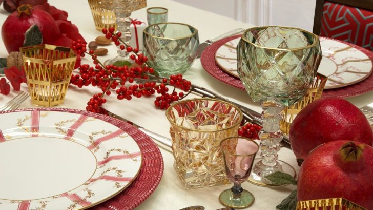 06_holiday_christams_table_setting_4b-fda84b38-7ac5-4038-8282-d5ec83528f94-728x409.jpg