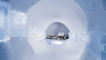 art-suite-a-rich-seam-icehotel-28-1400x932-352x198.jpg