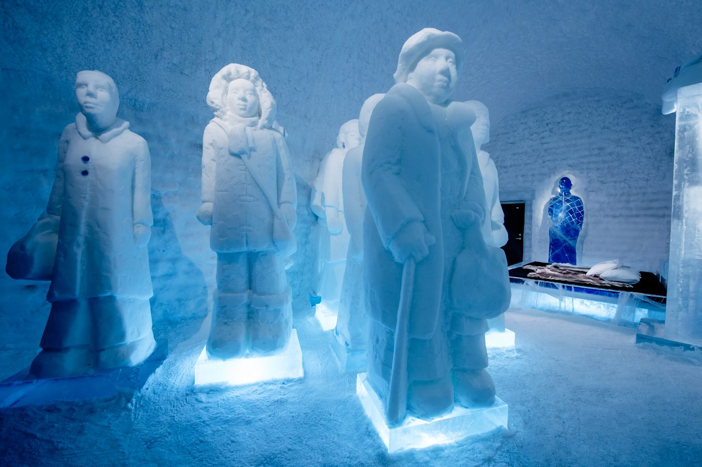 deluxe-suite-the-invisible-invincible-army-icehotel-365-1400x932.jpg