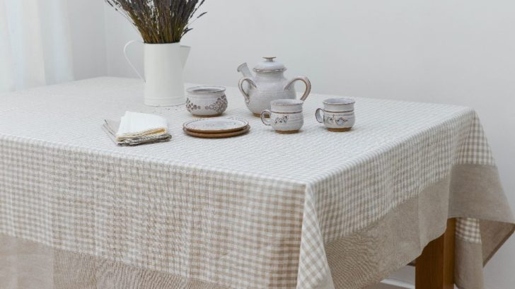 15true-linen_natural-check-tablecloth-with-wide-border-728x409.jpg