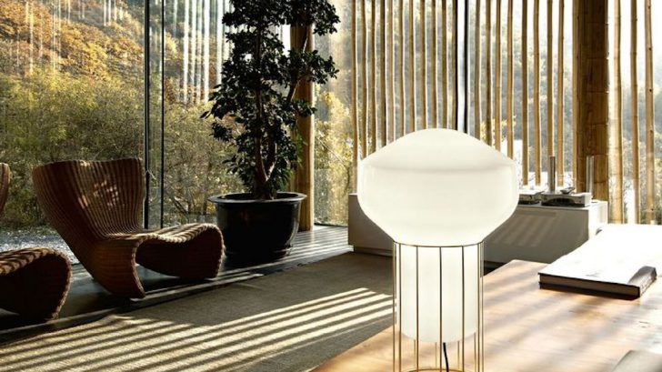 1nedgis_lampe-Ă-poser-aĂrostat-f27-blanc-laiton-Ă228cm-h37cm-fabbian-728x409.jpg