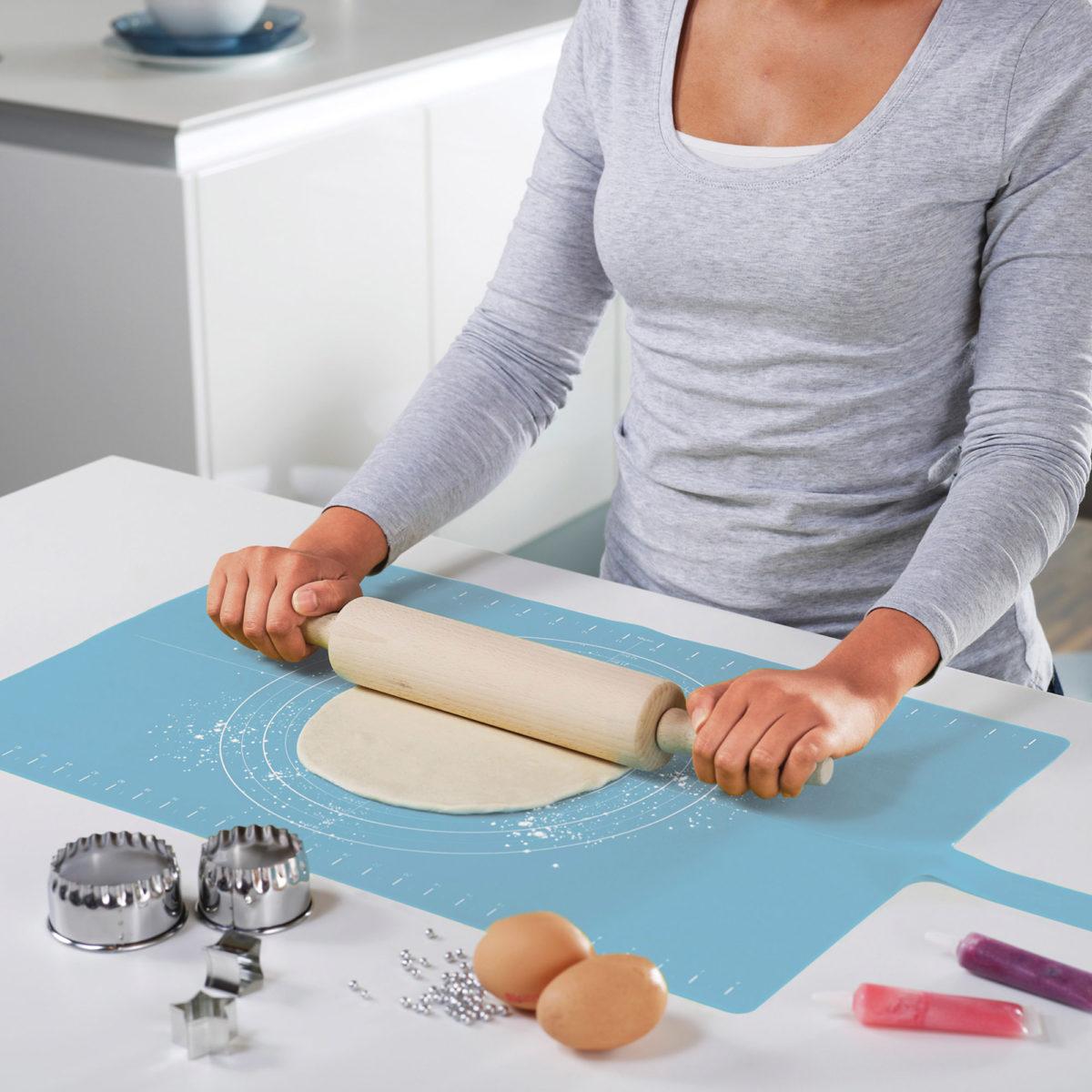 3yellow-octopus_joseph-joseph-roll-up-non-slip-silicone-pastry-mat-1200x1200.jpg