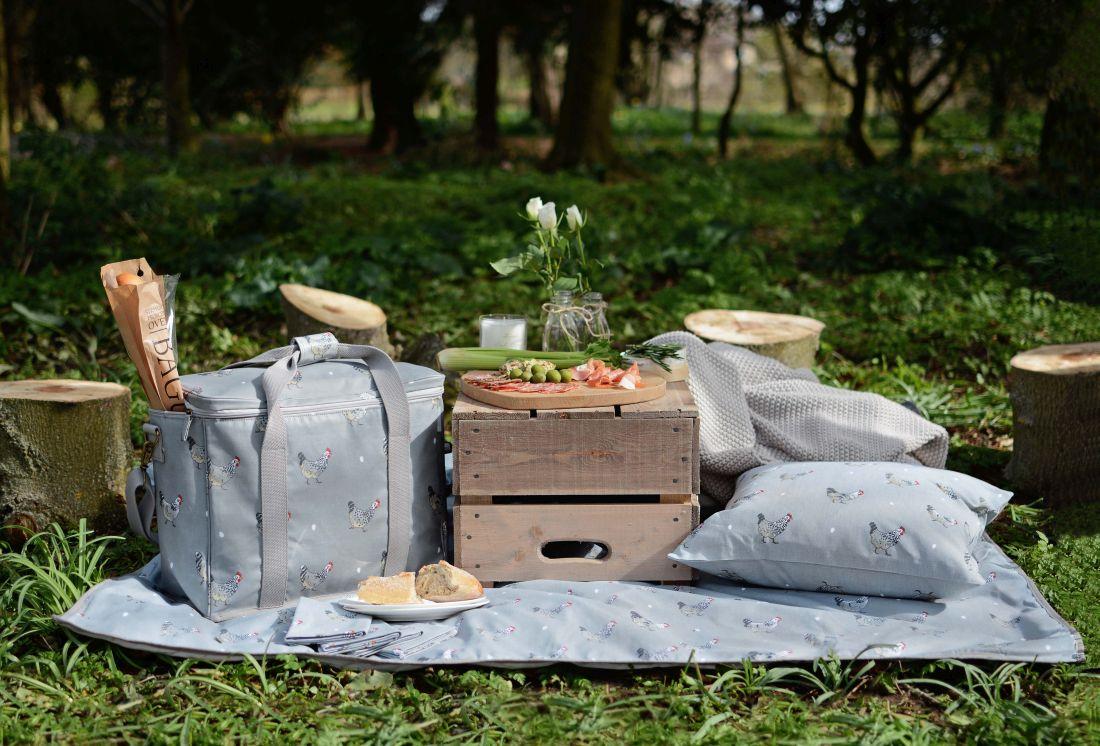 7sophie-allport_chicken-picnic-cool-bag-amp-blanket.jpg