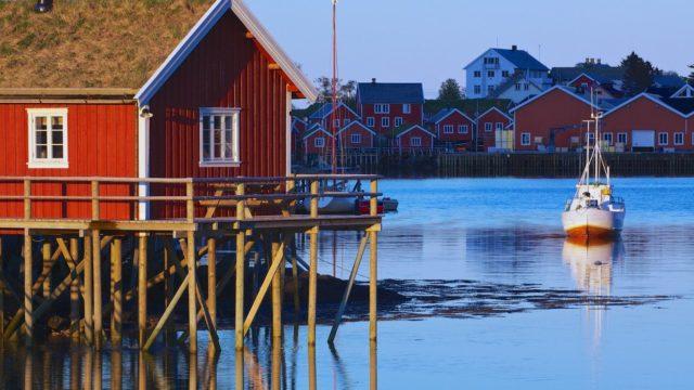 Malebné norské domky Rorbu už nejsou jen pro rybáře