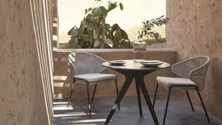 1go-modern-furniture_manutti-torsa-bistro-garden-table-728x409.jpg