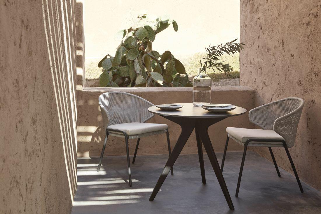 1go-modern-furniture_manutti-torsa-bistro-garden-table.jpg