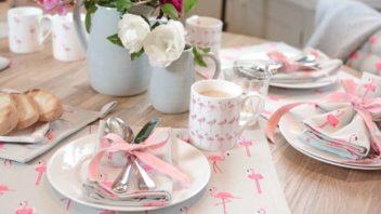 6sophie-allport_flamingos-mug-lifestyle-352x198.jpg