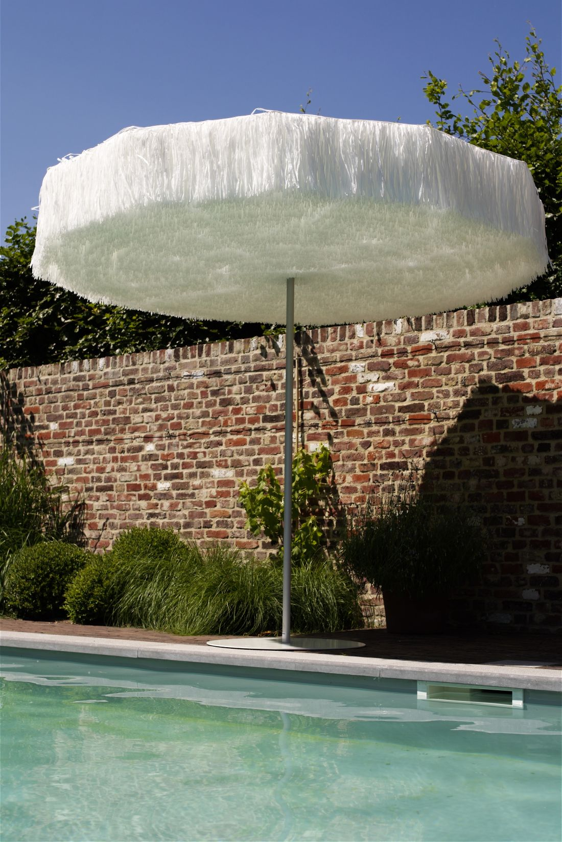 7ksl-living-parasol-frou-frou-blanc.jpg