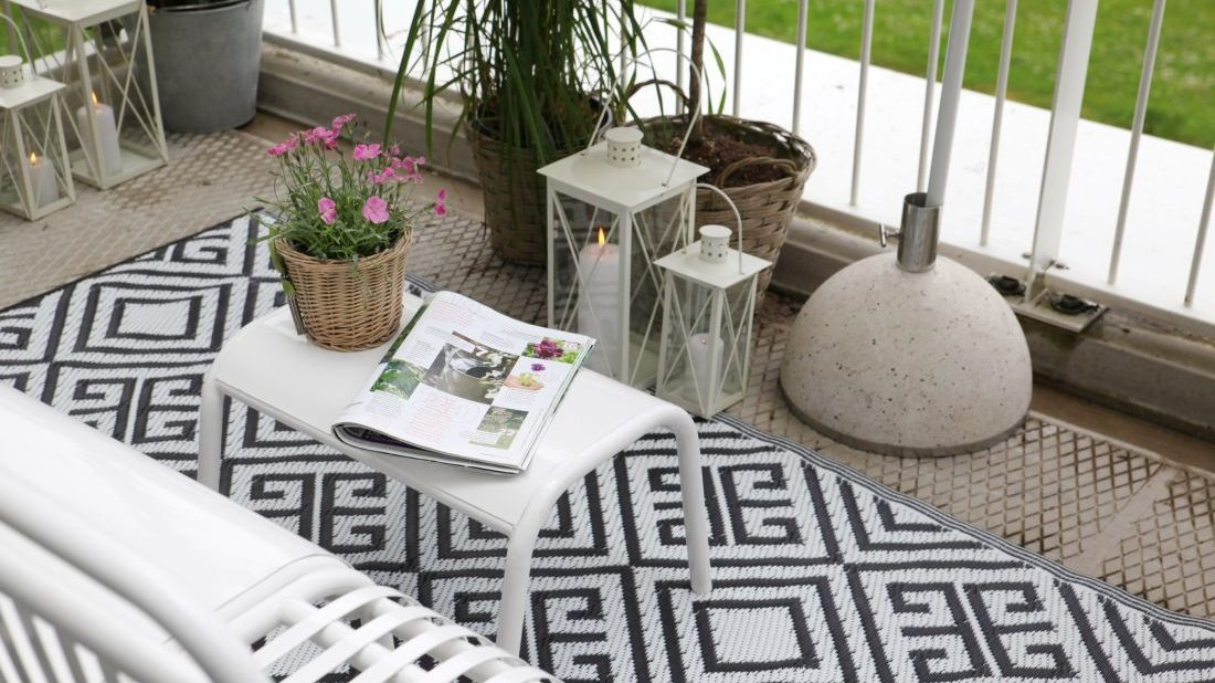 8audenza-_monochrome-outdoor-rug-reversible-1100x618.jpg