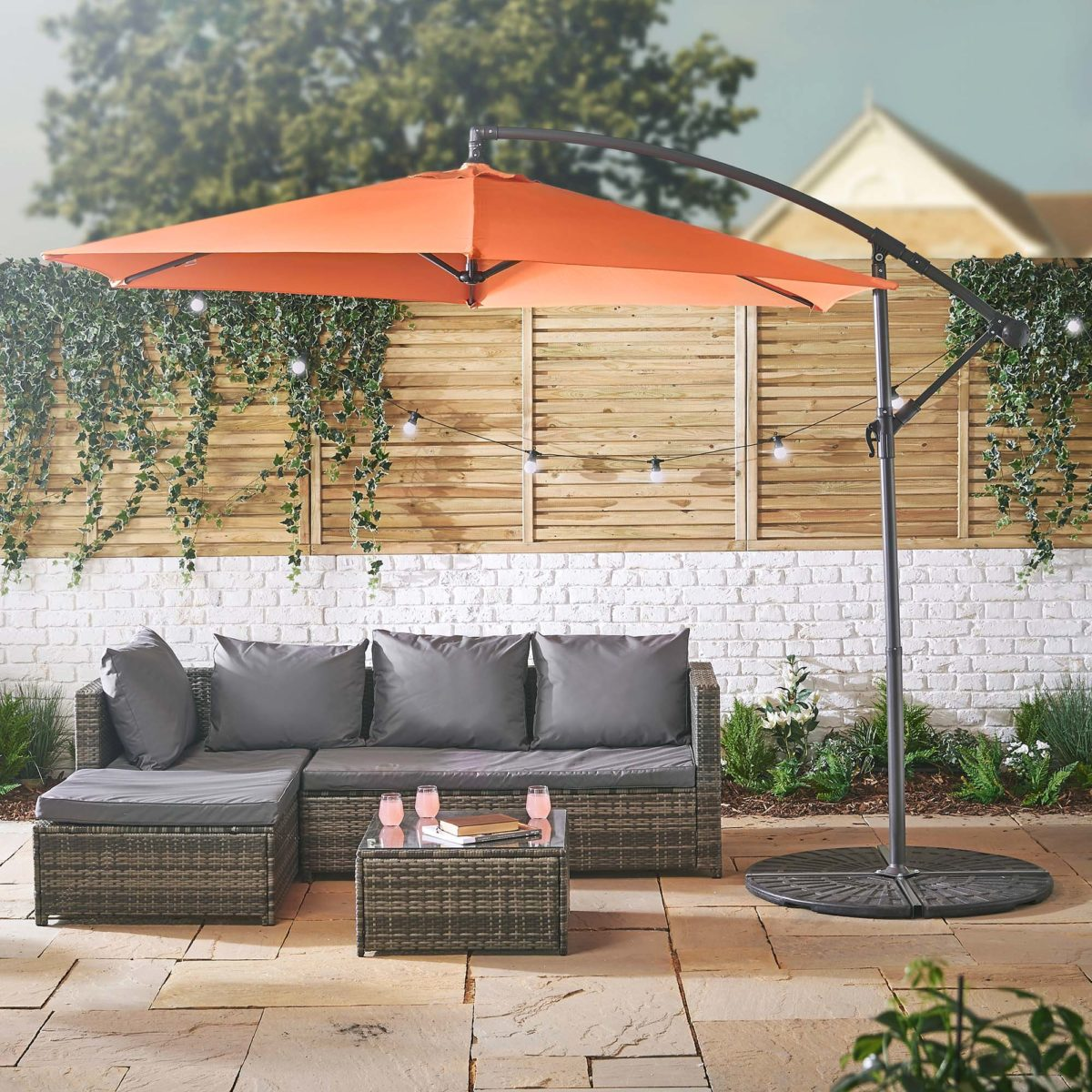 8domu-brands_vonhaus-3m-banana-umbrella-parasol-tawny-orange--1200x1200.jpg