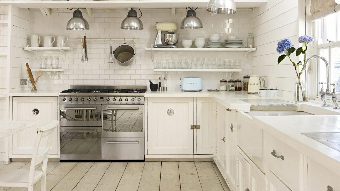 2bbedada9 Zbožňujete moderní kuchyně s rustikálními prvky? Inspirujte se farmhouse  stylem