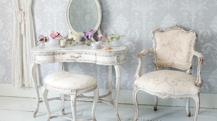 11the-french-bedroom-co_delphine-distressed-shabby-chic-dressing-table-lifestyle-728x409.jpg