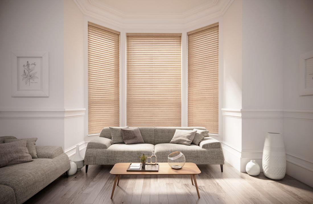 10english-blinds_wooden-blinds-luxury-canadian-maple-living-room-venetian-blinds.jpg