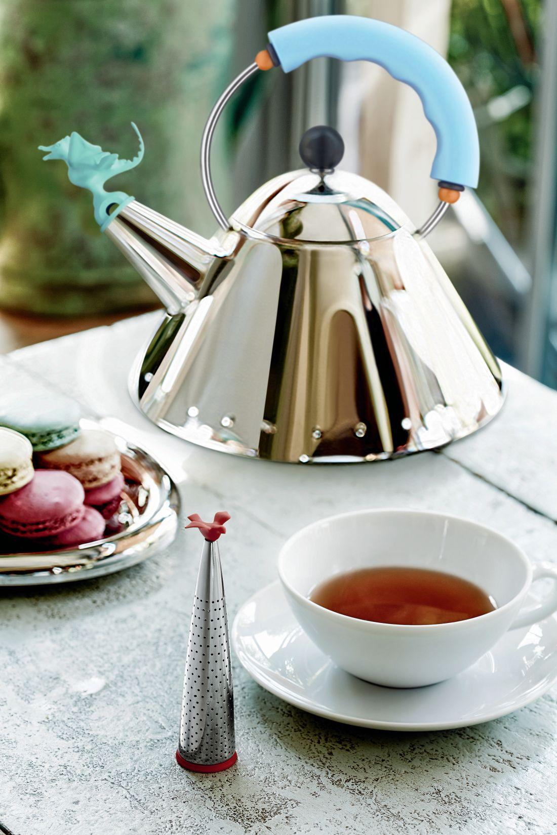15black-by-design-ltd_alessi-tea-rex-hob-kettle-blue.jpg
