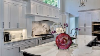 1full_neolith_estatuario_countertop_and_backspalsh-352x198.jpg