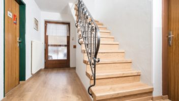 1full_02pi_ap_ph_flo_stairs_stairsystem_renovation_overall_epl122_epd027_01-352x198.jpg