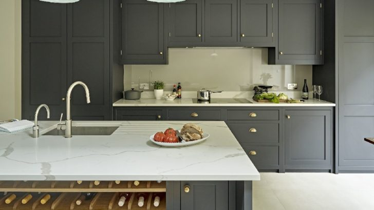 10brayer-design_battersea-dark-shaker-kitchen-728x409.jpg