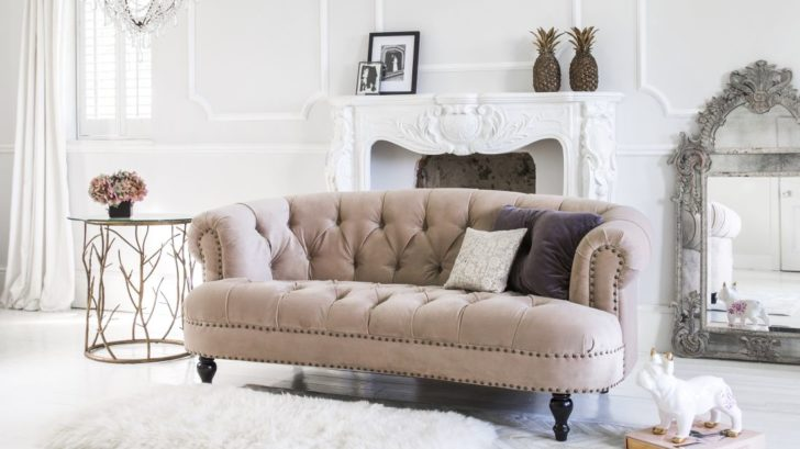 17the-french-bedroom_chablis-amp-roses-pink-velvet-sofa-lifestyle-728x409.jpg