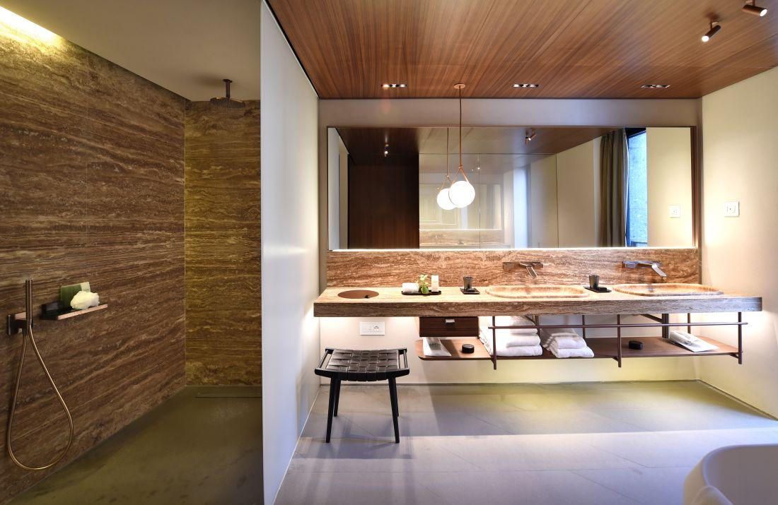 7axorbathroom-1_courtesy-of-il-sereno.jpg