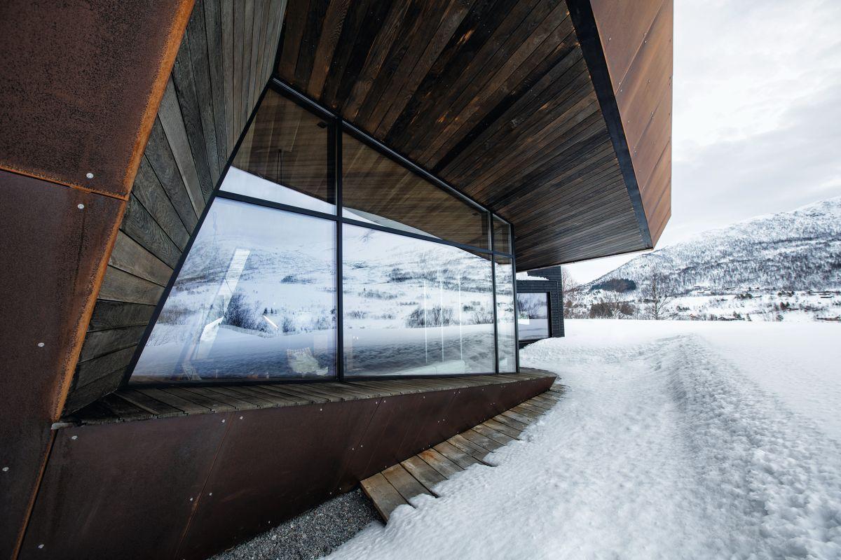 schueco_black-lodge_zdroj-foto-invit-arkitekter_alesund_johan-holmquist_10.jpg